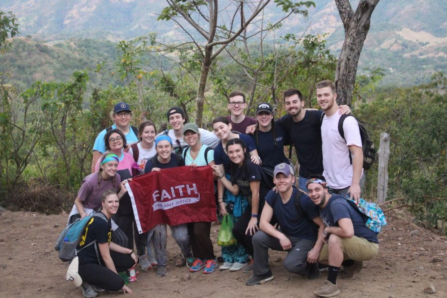 El+Salvador+immersion%3A+Students+learn+about+social+and+economic+issues+plaguing+the+country