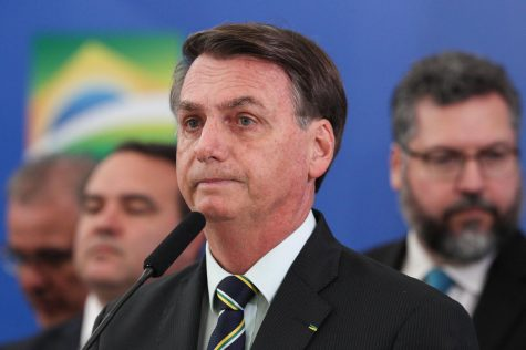 Brazilian President Jair Bolsonaro makes a statement in Apr. 2020.