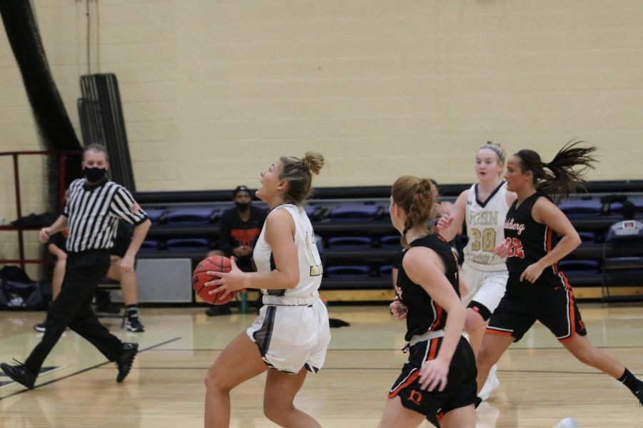 Kaelyn Underwood (ball in hand) drives to the basket in a game at the Tony DeCarlo Varsity Center.