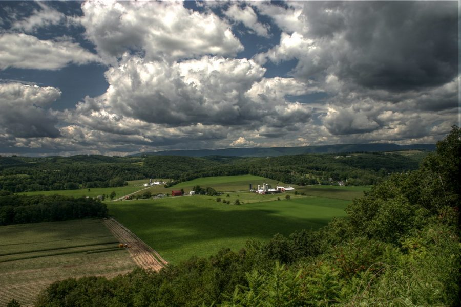 Benton farms HDR by thaddselden is licensed under CC BY-SA 2.0