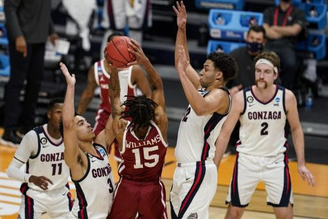 """Oklahoma guard Alondes Williams (15) is stopped by Gonzaga guard Andrew Nembhard (3) and forward Anton Watson (22) in the first half of a second-round game in the NCAA men"
