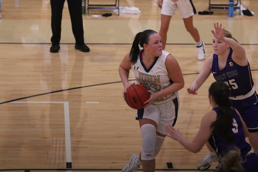 Nicole+Heffington+looking+to+score+in+game+against+Ohio+Northern+University+on+February+12%2C+2021+at+the+Tony+DeCarlo+Varsity+Center